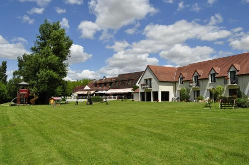 Logis Le Relais De Pouilly : Hotel near Perroy