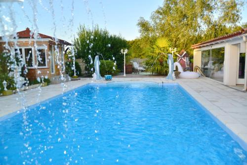 La Maison de reve : Guest accommodation near Montjoire