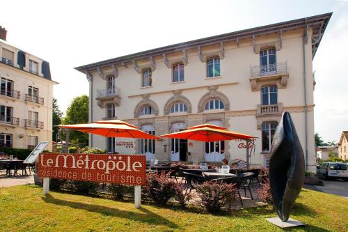 Le Metropole - Cerise Hotels & Résidences : Guest accommodation near Velorcey