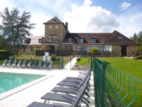 Hôtel-Restaurant Les Collines : Hotel near La Chapelle-Saint-Jean