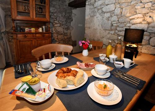 Grange De Lavande : Bed and Breakfast near Saint-Martin-de-Lerm