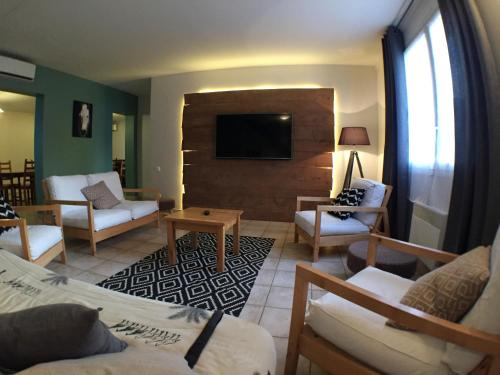 Domaine de la Loge : Guest accommodation near Serley