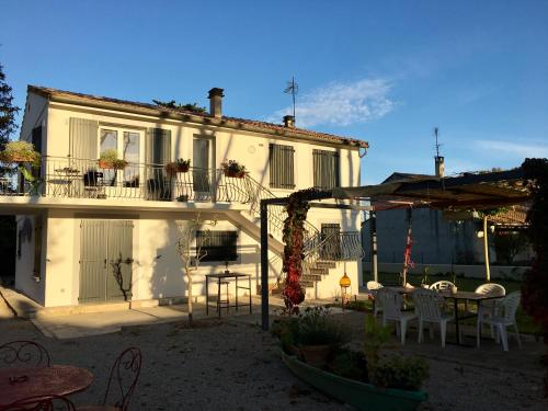 Chez marinette : Apartment near Aimargues