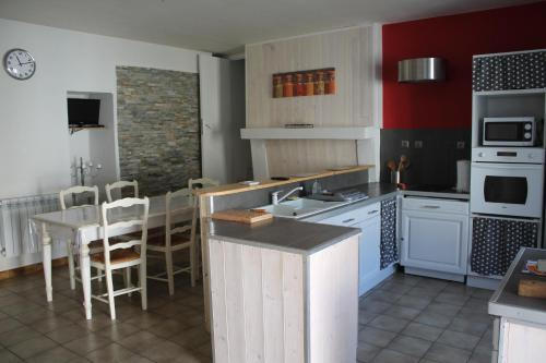 Vieux veillard : Guest accommodation near Houlette