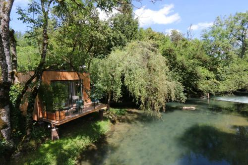 La Cabane du Pont de l'Ignon : Bed and Breakfast near Beaunotte