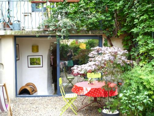 Studio Le Piot Villevieille : Bed and Breakfast near Saint-Clément