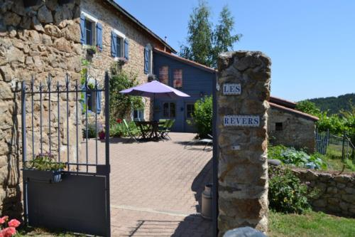 Chambres d'Hôtes-Ferme Equestre Les Revers : Bed and Breakfast near Saint-André-de-Chalencon