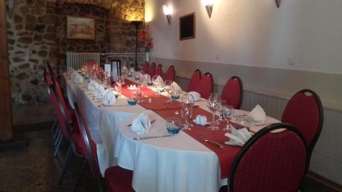 Hôtel Restaurant L'Ecrevisse : Hotel near Ranchal