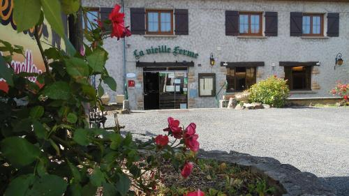 La Vieille Ferme : Hotel near Saint-Priest-des-Champs
