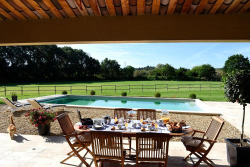 B&B Domaine De Bremoiselle : Bed and Breakfast near Mallemort