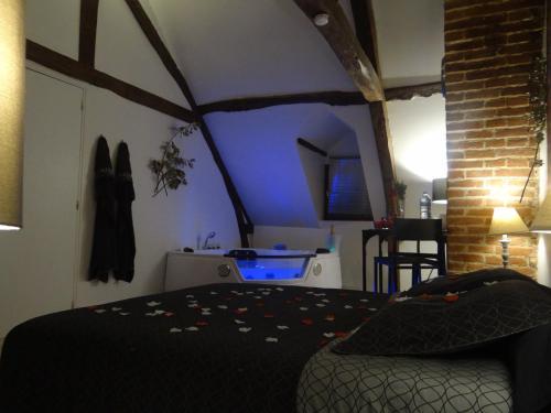 La Longere : Bed and Breakfast near Genneville