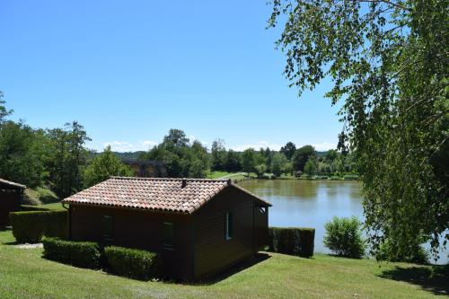 Camping - Village Vacances du Lac : Guest accommodation near Charlas