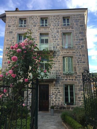 La Maison de famille : Bed and Breakfast near Débats-Rivière-d'Orpra