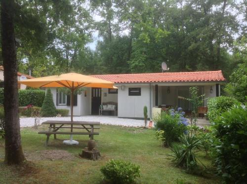 Village Le Chat : Guest accommodation near Mazerolles