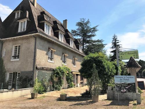 Hostellerie La Charmille : Hotel near Cubjac