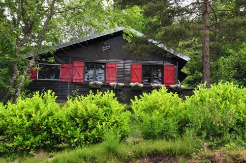 Domaine Laveneau Chalet : Guest accommodation near Andelaroche