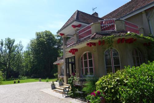 Domaine de L'Arche de René : Guest accommodation near Mertrud