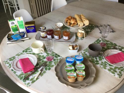 Le Clos de la tour : Bed and Breakfast near Massieu