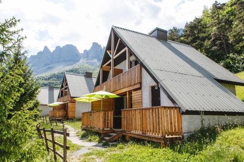 Les chalets de Pré Clos en Vercors : Guest accommodation near Monteynard