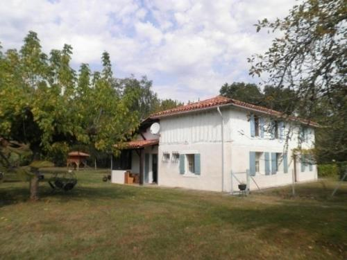 House Les tuileries : Guest accommodation near Luxey
