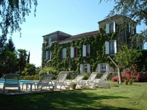 House La tour de manoir : Guest accommodation near Monguilhem