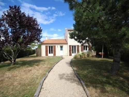 House Les jonquilles : Guest accommodation near Saint-Michel-Chef-Chef