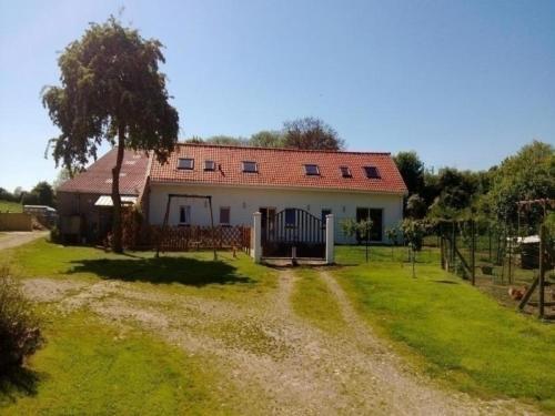 House A l'ombre de l'aubépine : Guest accommodation near Andres