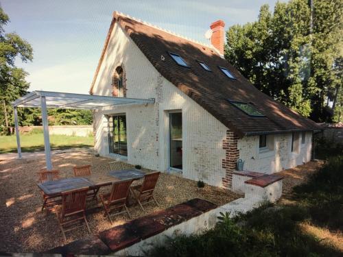 La Grille du Parc (The Gate House) : Guest accommodation near La Chapelle-Saint-Laurian