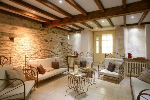 Hotel The Originals Le Château de la Roque (ex Relais du Silence) : Guest accommodation near Montcuit