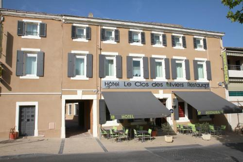 Logis Hotel Le Clos Des Oliviers : Hotel near Bourg-Saint-Andéol