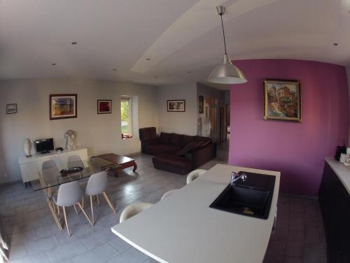 Appartement Domloc : Apartment near Villemoustaussou
