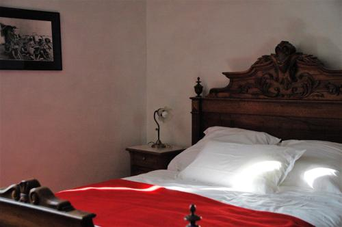 La Maison Assise : Bed and Breakfast near Aigues-Vives