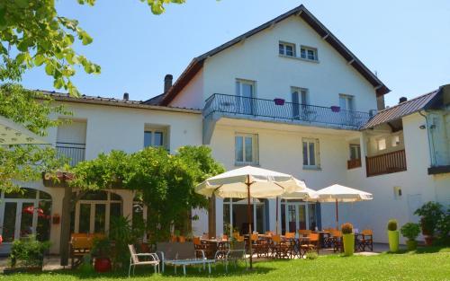 Hôtel de L'Ours : Hotel near Tardets-Sorholus