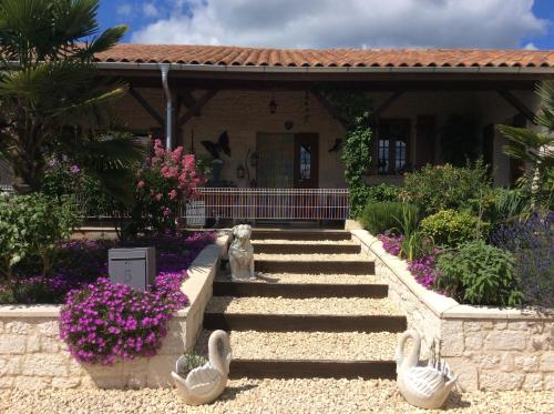 Les Charmilles : Bed and Breakfast near Lolme