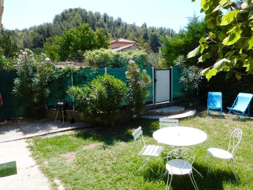 A deux pas de la montagnette : Guest accommodation near Aramon