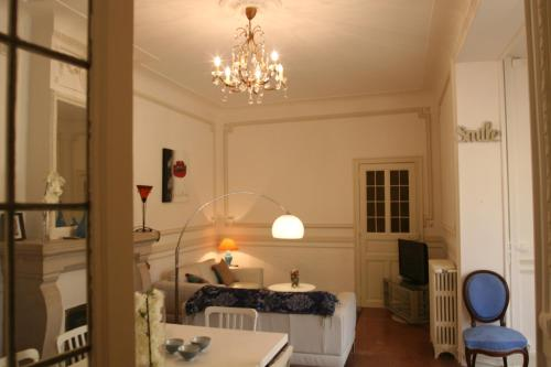 Appart charme Arenes Nimes : Apartment near Caissargues