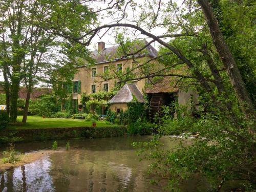 Moulin de Champrond - Sarthe : Bed and Breakfast near Baillou