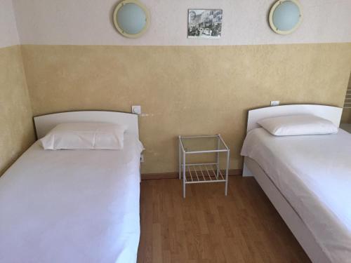 Hôtel Le Salagou : Hotel near Lacoste