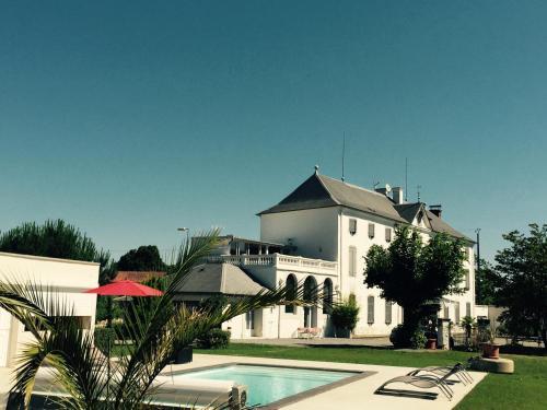Le Château d'Orleix : Guest accommodation near Tarbes