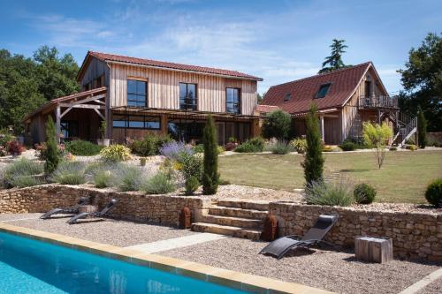 Le Lion D'Or : Bed and Breakfast near Sainte-Foy-de-Longas