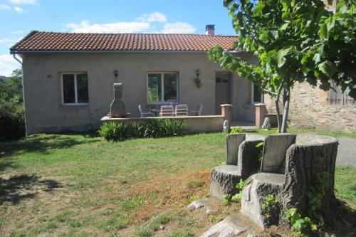 Maison Au Milieu De La Foret : Guest accommodation near Courniou