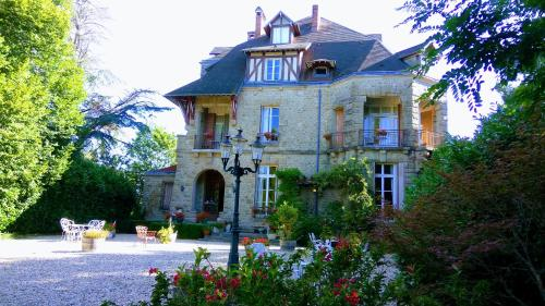 Chambres d'Hôtes-Château Constant : Bed and Breakfast near Augères