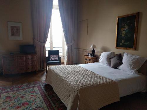 Château Du Maréchal De Saxe : Hotel near Yerres