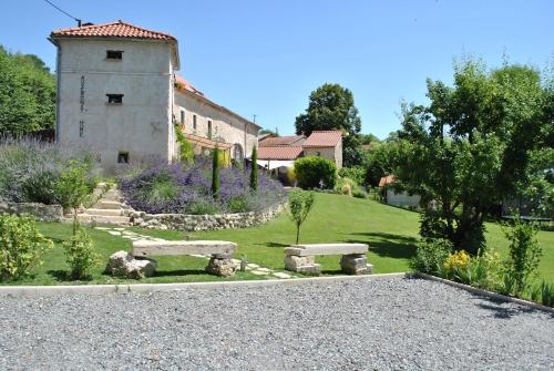Auvergnat'Home : Guest accommodation near Saint-Priest-d'Andelot