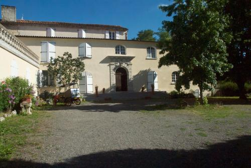 Le Clos des Cèdres b&b : Bed and Breakfast near Marillac-le-Franc