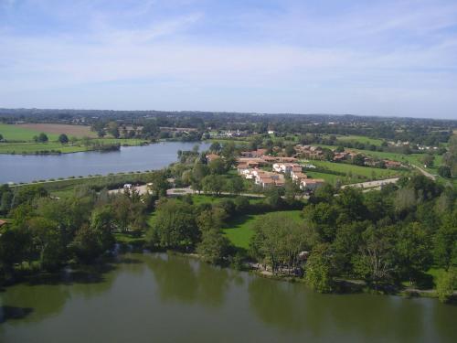 Pescalis Résidence Les Maisons du Lac : Guest accommodation near Clessé