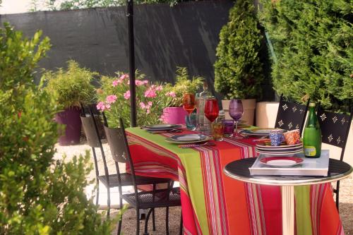 LE COUDOULET - Gite indépendant chez l'habitant en Provence : Guest accommodation near Pernes-les-Fontaines