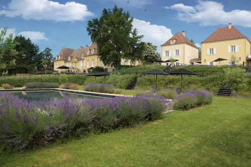 Château Les Merles et ses Villas : Hotel near Saint-Félix-de-Villadeix