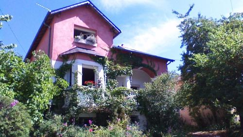 l'abri du viaduc : Bed and Breakfast near Saint-Laurent-l'Abbaye
