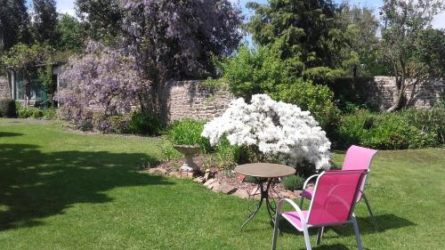 La Maison d'Isaphil : Bed and Breakfast near Saint-Aubin-de-Terregatte